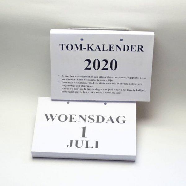 Groot-letter A5 dagkalender 2020. Handige dagkalender met grote letters en uitklapbare jaaraanduiding.
